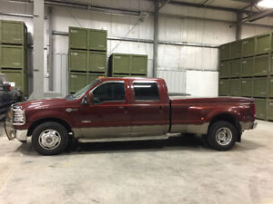 Immaculate & cared for 2007 Ford F-350 Lariat King Ranch Truck