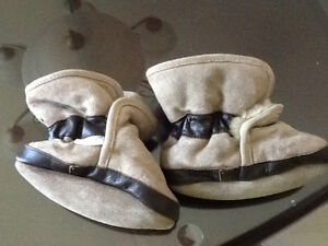 6-12 month Robeez fur lined slippers
