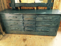 Solid wood dresser with mirror - 100$ negociable