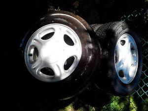 4 pneus Micheline MXV4 205/65R15 avec MAG 15 po 5x108 (4 po ¼)