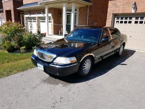 2005 Lincoln town car $1,800