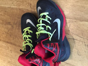 Nike basketball shoes-size 7