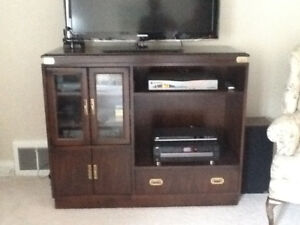 DEAL!!! Solid Wood TV / Entertainment Hutch - made by Kroehler *
