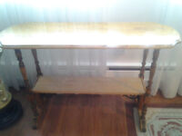 Selling a rattan shelf for 180Sca.