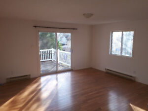2 bedroom apartment in Aylmer steps from the marina