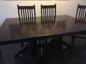 Quality Solid Oak Table And Chairs