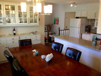 EXECUTIVE 3 BEDROOM HOME CLOSE TO DOWNTOWN AND UNIVERSITY