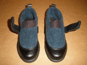 TOE WARMERS Black and Navy Shoe-Boots  Size 6 London Ontario image 2