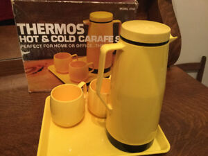 Vintage 1977 King-Seeley THERMOS Hot & Cold Carafe Set - Yellow