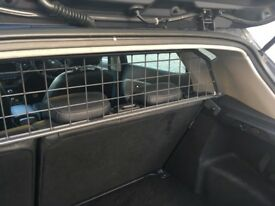 Travall dog guard for Kia Cee'd or Hyundai i30
