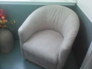 tub chair with swivel