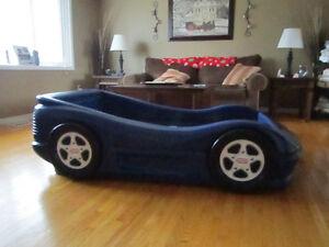 Little Tikes toddler car bed London Ontario image 1