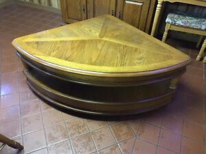 Coffee table  Windsor Region Ontario image 1