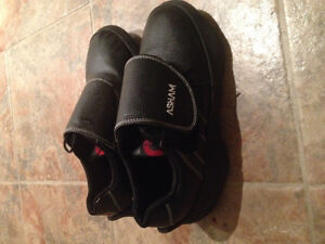 Men's size 10 left curling shoes