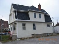 BEAUTIFUL DOWNTOWN 3 BEDROOM HOUSE