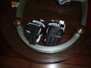 Small hockey gloves