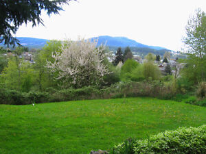 1/2 DUPLEX (Walk Out Level), WALK TO VIU OR DOWNTOWN, VIEW