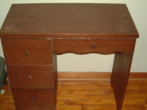 SOLD/SMALL WOODEN DESK