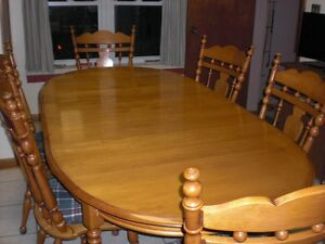 Roxton Solid Maple Dining Table & 6 chairs