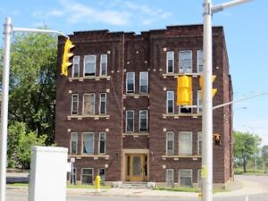 LEASE PENDING Cozy Bachelor Unit - 2nd Floor - 238 May Street
