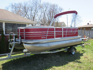 Like new 18 ft Pontoon & Trailer