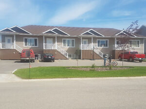This spacious 3 bedrooms 2 bathroom home is available Now