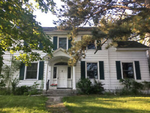 HOUSE FOR RENT WALKING DISTANCE TO KGH/QUEENS!