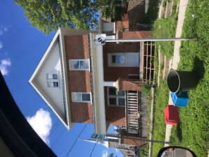 House for rent with 4 other Trent roommates