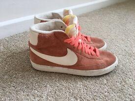 Nike Blazers Orange - Size 7