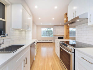$619000 / 1br - 771ft2 - $619,000 TOTALLY RENOVATED WEST VAN CON