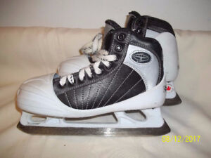 Junior Goalie Skates Size 4 (CCM Super Tacks 652)