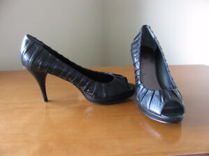 Nine West shoes, leather, size 8 1/2, excellent condition!