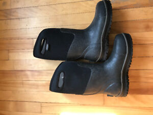 Bogs boots - black - men's size 7