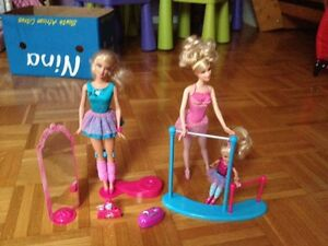 Great condition Barbie play sets with dolls