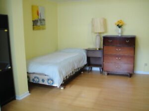 2 1/2 Apt.  near by Metro Joulicouer available May 1st