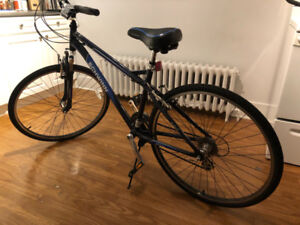 "Schwinn Hydra Men's 700c Hybrid Bike with a 19"" (48.2 cm) alumin"