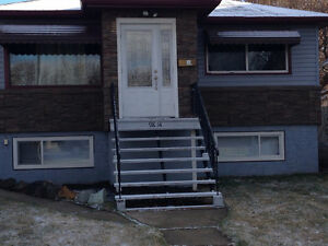 South Edmonton, Whyte Ave Area Upstairs Suite in Richie
