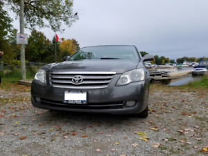 2005 Toyota Avalon XLS  Fully Loaded / no accidents/ non-smoker