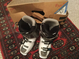 Ladies downhill ski boots size 6-1/2