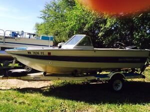 Nice 1987  Crestliner Nordic fishing boat  w 90hp and trailer .
