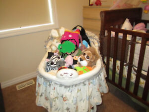 Bassinet for sale, good condition