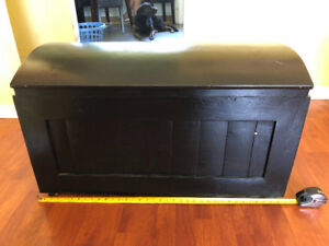 Wood storage/treasure chest - Black