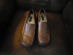 Women's Size 10 Brown Dockers Shoes