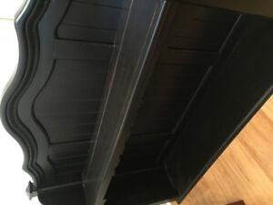 Dessus de vaisselier noir