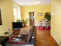 Down Town!/Lg Clean&Quiet House/3blks to LRT&CityCentre