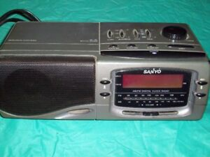 SANYO - AM/FM DIGITAL CLOCK RADIO