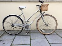Lovely vintage ladies women's Raleigh town commuter bike from the 80's