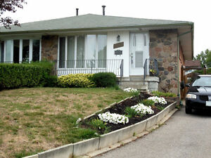 Oakville-College park-3 BRs semi bungalow (6th line/Sewell)
