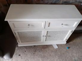 Lovely little side board / TV cabinet