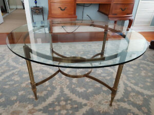 "Round Glass coffee table in excellent condition 38"" diameter"